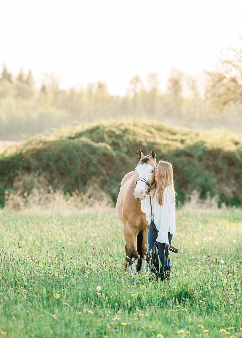 Ansley kissing Shiloh, her APHA gelding on the cheek