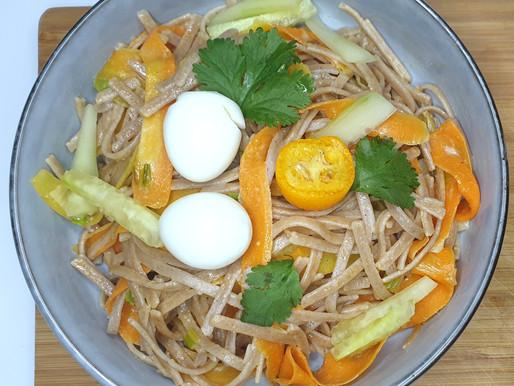 Nouilles bio SOBA, wok de légumes, sauce épicée.
