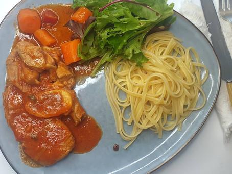 Osso bucco de veau à la napolitaine, linguines et mesclun de salade.