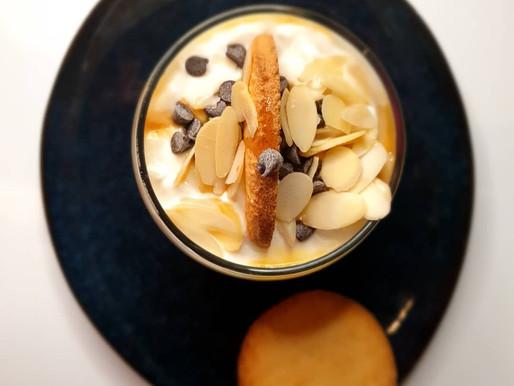 Verrine yaourt , poires, sablé breton, caramel beurre salé.