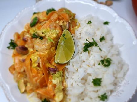 Curry de crevettes, légumes d'automne et riz thaï.