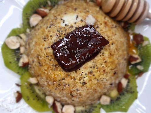 BOWLCAKE kiwi, noisettes et graines de chia.