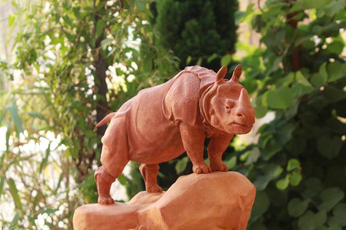 Rhinocéros cuirassé d' après l' oeuvre originale deHenri-Alfred Jacquemart 1878 musée d' orsay