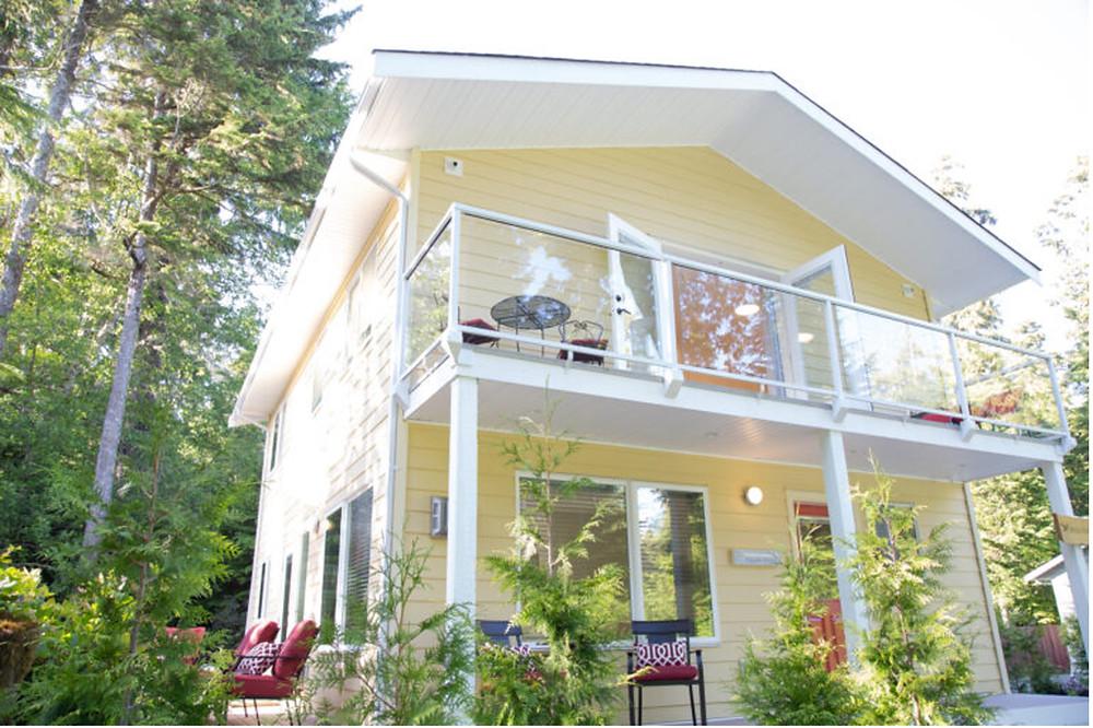 Hummingbird Cottage, Tofino, BC
