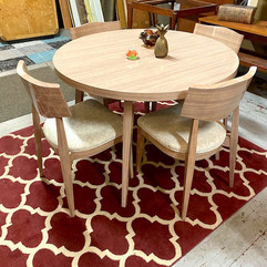 Retro Formica Table w/ 4 chairs and 2 leaf inserts