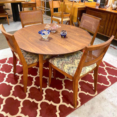 Founder's Walnut MCM Table w 4 chairs
