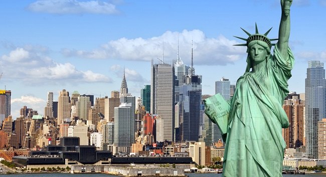 Tourist-attractions-in-New-York-Statue-Of-Liberty-And-Battery-Park