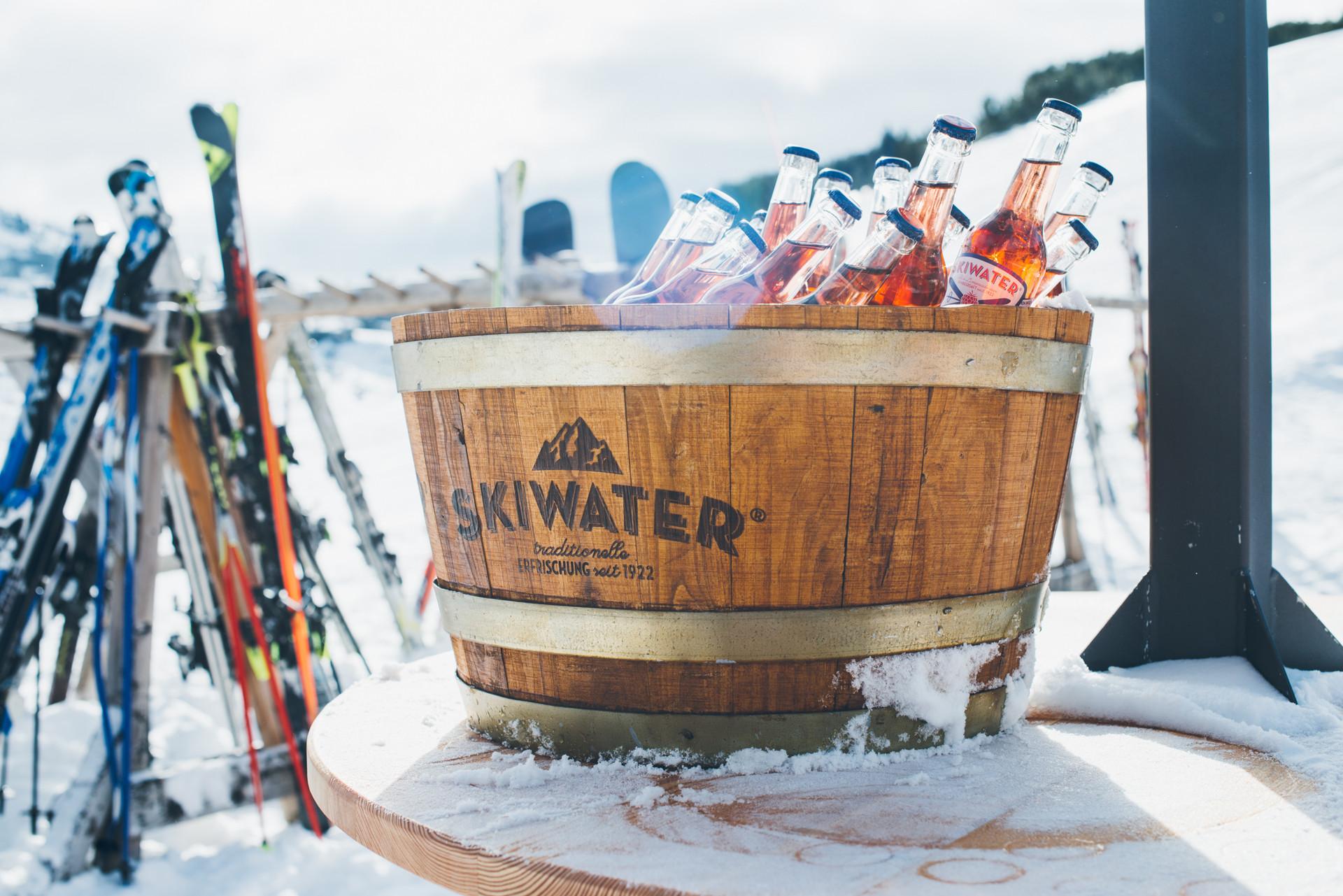 skiwater skiwasser Getraenk erfrischend Berge Ski Skifahren Oesterreich Event Eventfotografie Portrait Dokumentation Fotografie Foto Fotograf Auftragsfotograf Philipp Löffler Loeffler - München