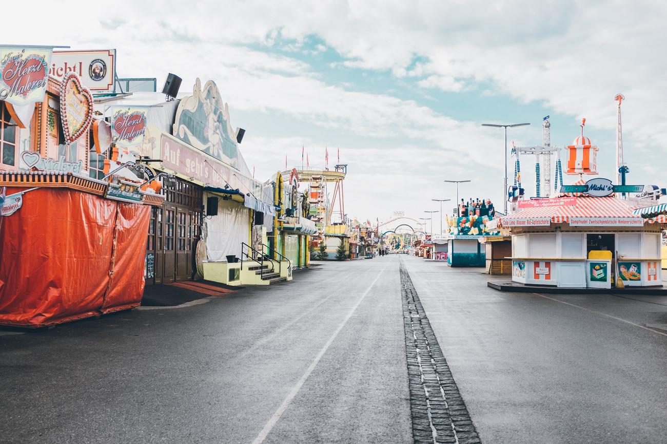 Wiesn Oktoberfest leer Volksfest Geschlossen Fotografie Foto Fotograf Auftragsfotograf Philipp Löffler Loeffler - München