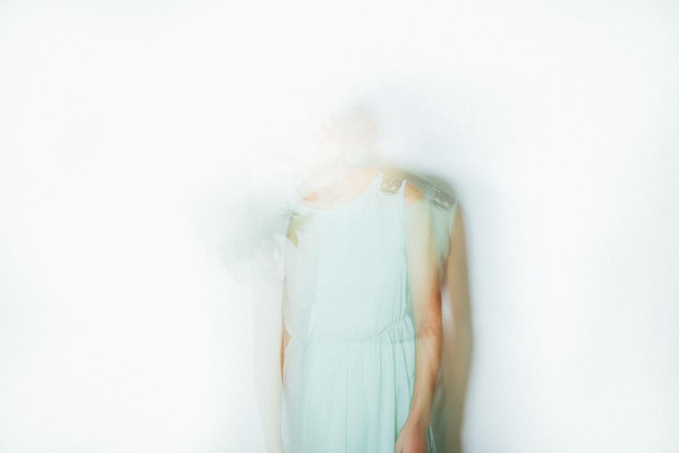 Studio Model Frau Bewegung verschwommen Belichtung unscharf Kunst Kreativ Fotografie Foto Fotograf Auftragsfotograf Philipp Löffler Loeffler - München