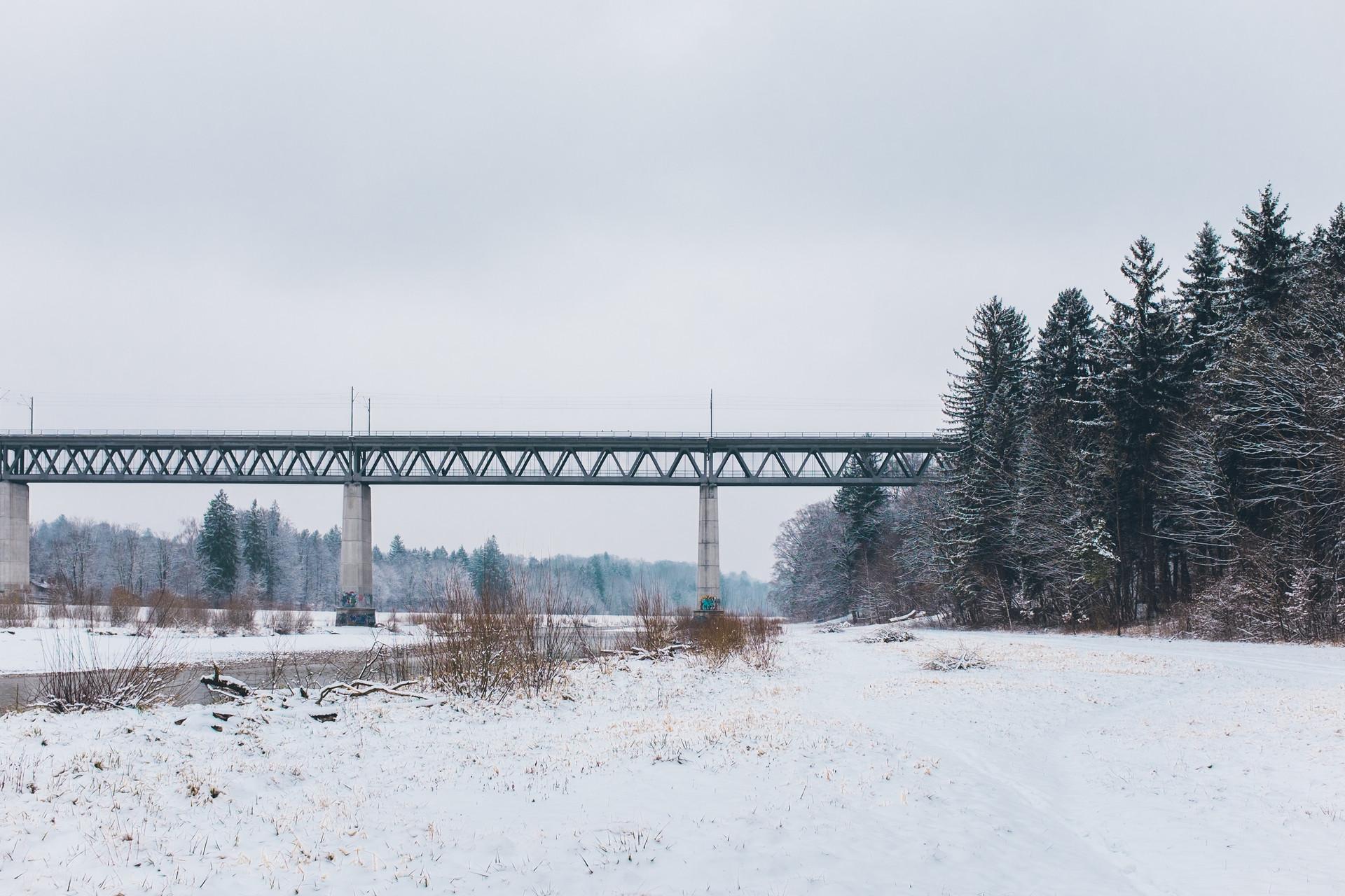 Muenchen Deutschland Fluss Reise Urlaub Winter Schnee kalt Brücke Tal Tourist Farben Reisefotografie Fotografie Foto Fotograf Auftragsfotograf Philipp Löffler Loeffler - München