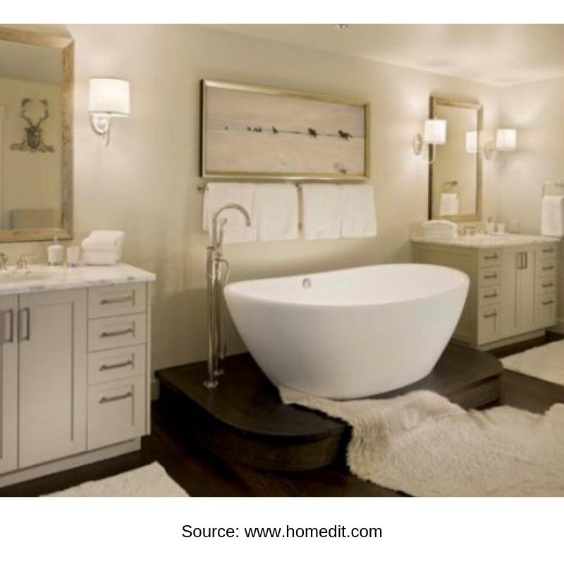 Spacious traditional bathtub
