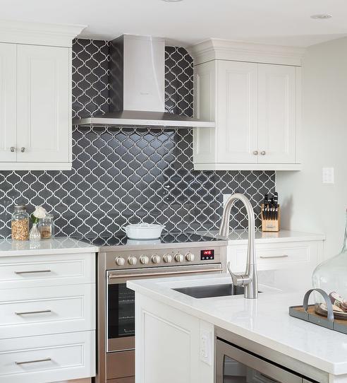 kitchen-backsplash-design-trends-moroccan-tile