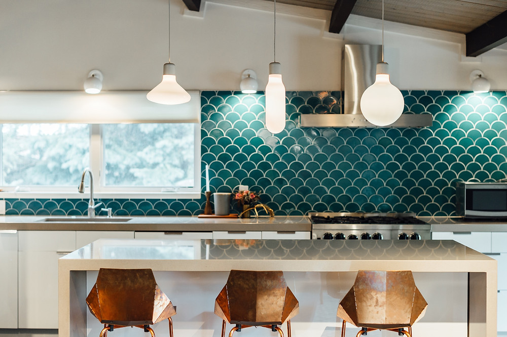fish-scale-kitchen-backsplash-tile-design