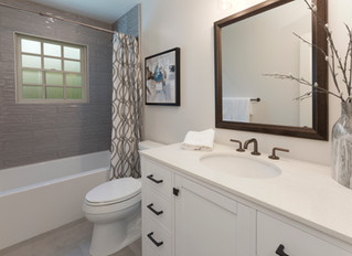 Comparing Built-In Versus Freestanding Bathtubs for Your Bathroom Design
