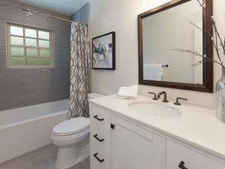 Comparing Built-In Versus Freestanding Bathtubs for Your Bathroom Design