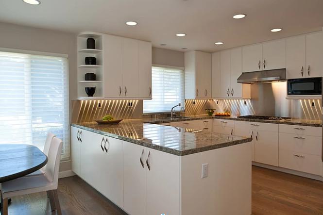 kitchen-design-trends-backsplash-pin-lights