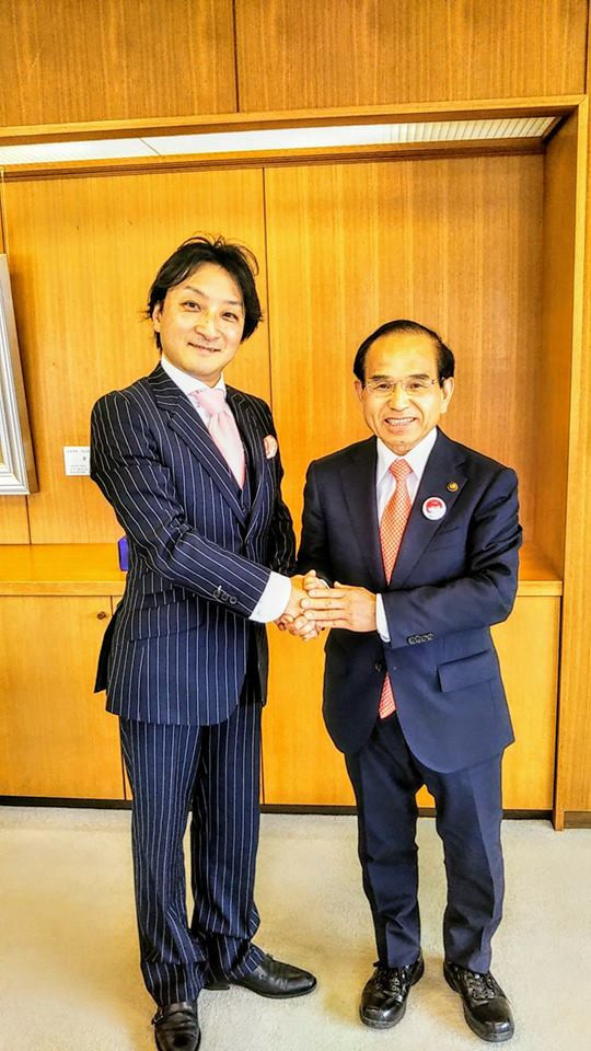 福島県二本松市の三保恵一市長と観光大使として握手!