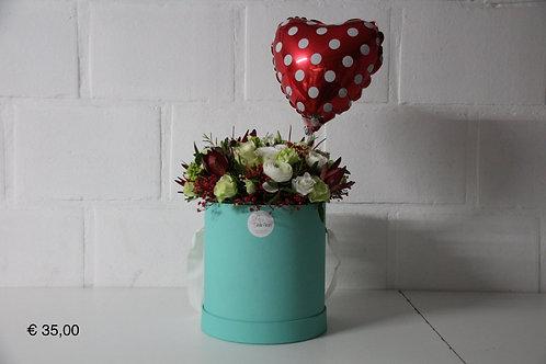Flowerbox: + Folieballon hart met stippen.