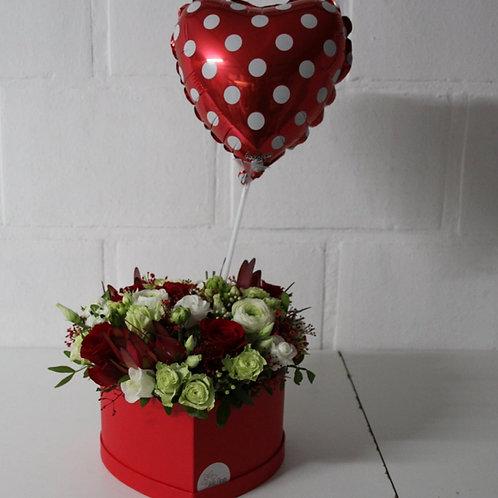 Flowerbox: Hartvorm + Folieballon hart met stippen.