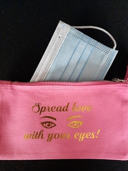 Mondmaskerzakje tekst: Spread love with your eyes!