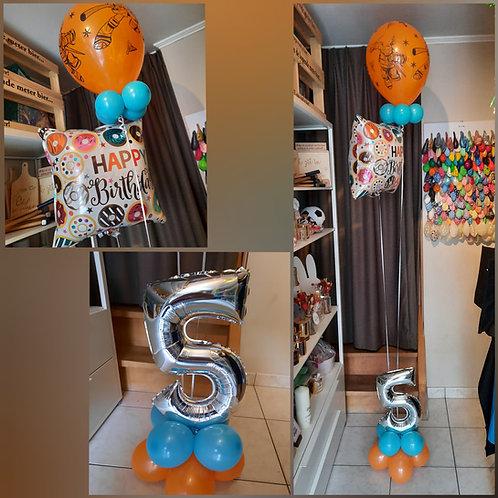 Folieballon 45 cm & 1  Latex ballon + één Cijferballon in het grondstukje.