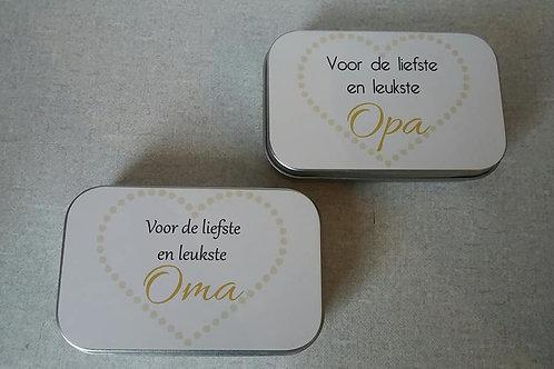 Blikkendoosje gevuld met muntjes. OPA/OMA