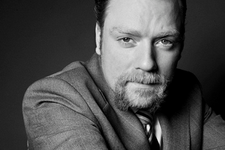 Rufus Hound to star in PRESENT LAUGHTER