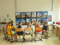 Hundertwasser Stuhlkreis1.JPG