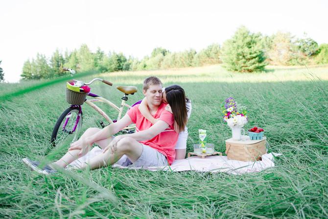 Mal & Jordan's Summer Picnic Inspired Engagement