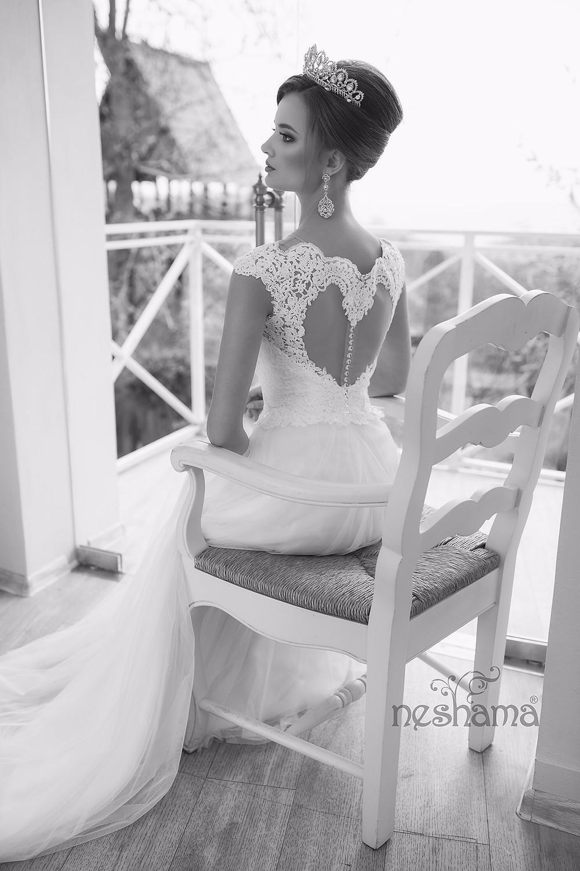 שמלת כלה עיצוב גב ייחודי