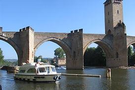 Cahors-canal-boat.jpg