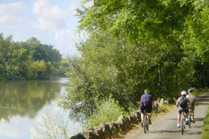 Cycling along banks of the Dordogne River