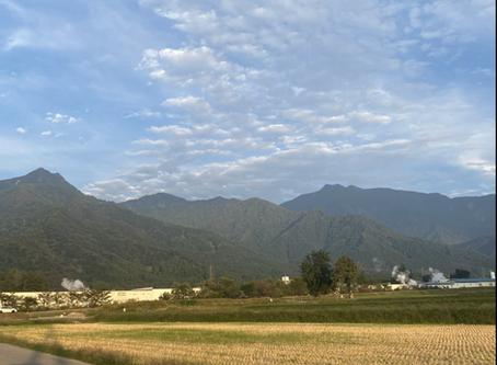 南魚沼の名峰巻機山と割引岳