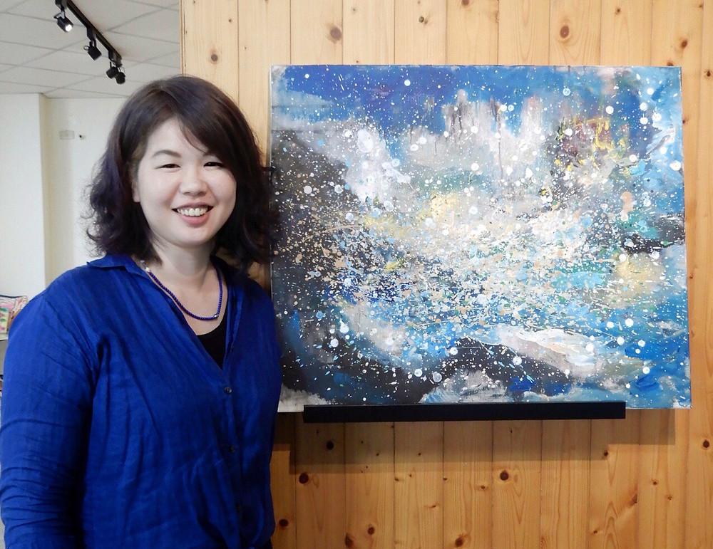 創辦人王心佑老師及畫作「心中的湖泊」
