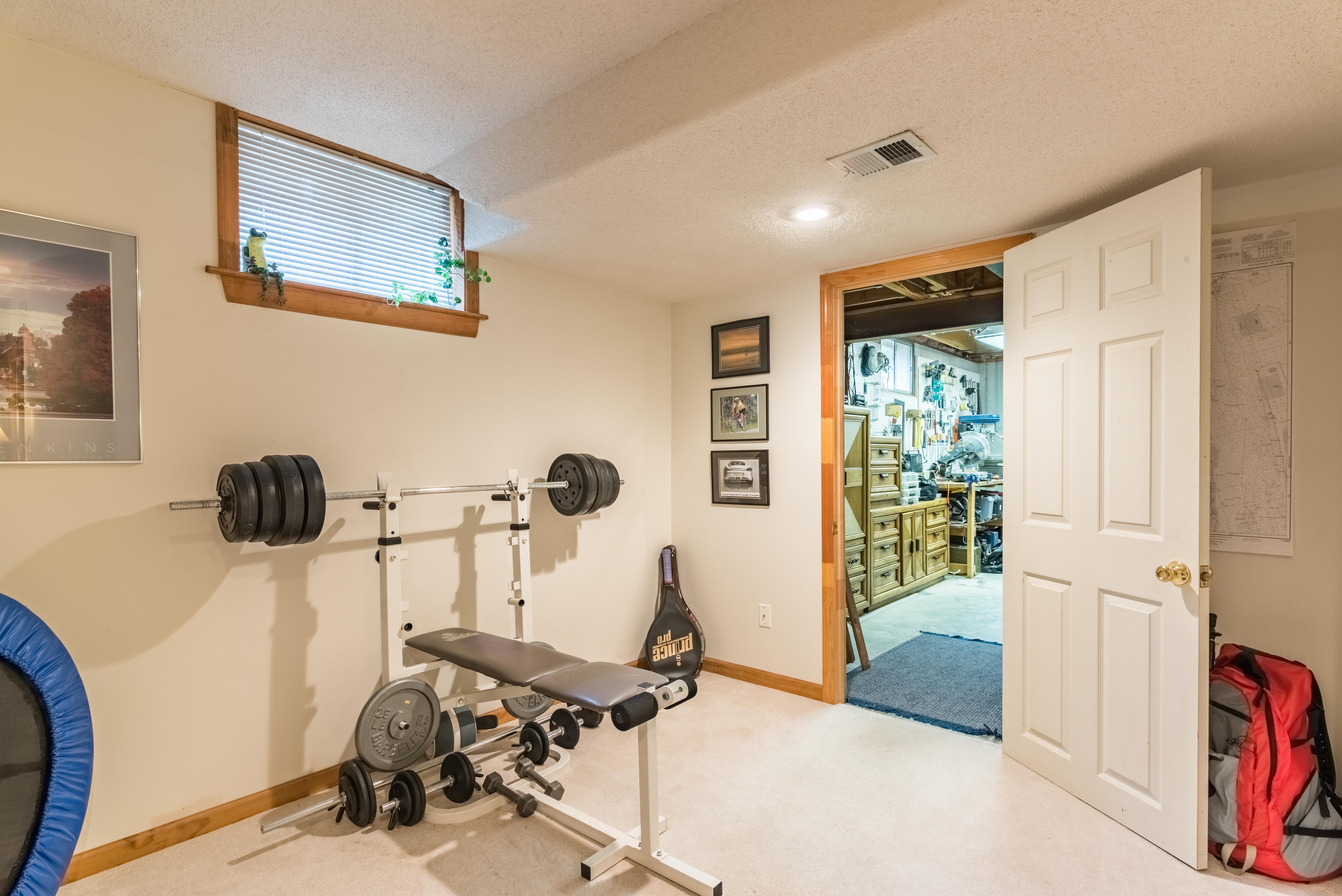 8001 Darnell - interior-25