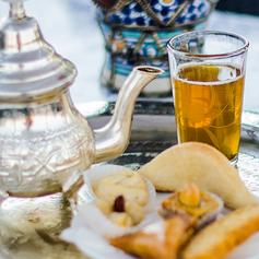 Thé à la menthe & pâtisseries