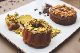 Green matcha & pistachio cake