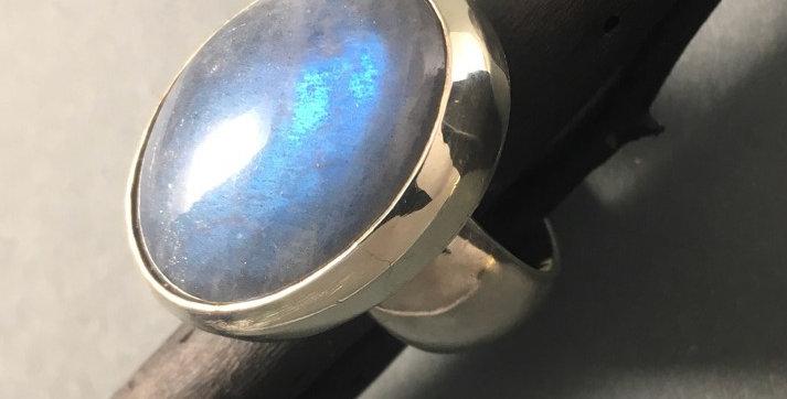 Silberring mit großem Ladbradorit
