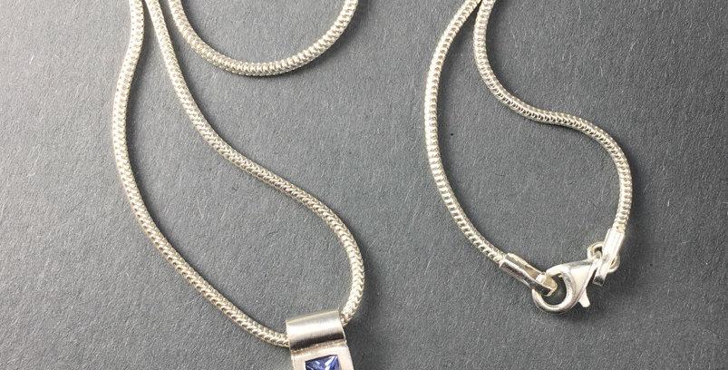 Silberkette mit Kreuz und 5 Safiren