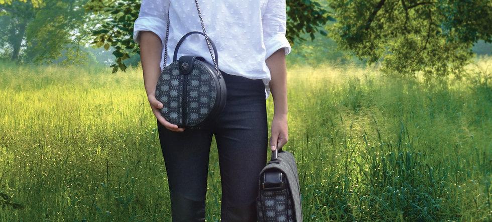 Lola-Prusac Lexi wool canteen bag