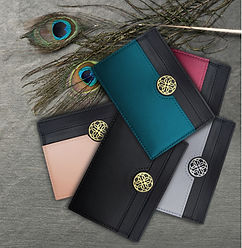 Lola-card-holders-with-peacock-feather_e
