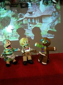 Gingerbread boy puppet show