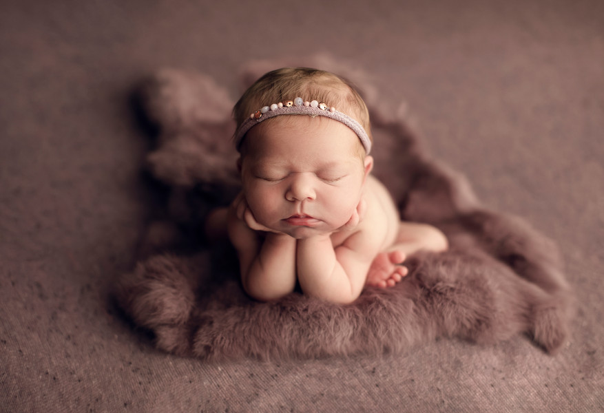 baby girl froggy pose