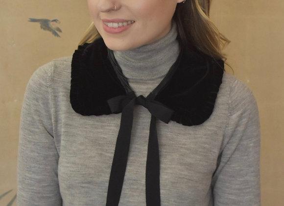 Silk velvet collar with grosgrain ribbon