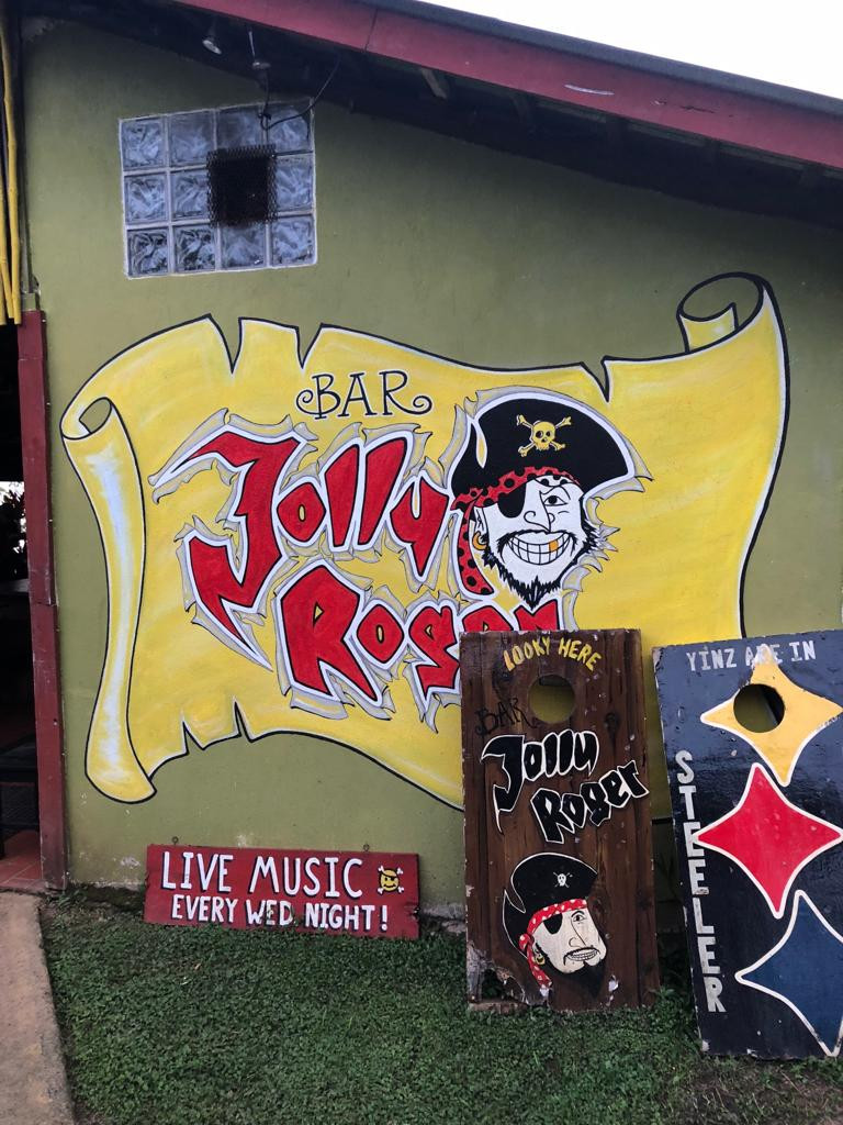 bar jolly roger dominical