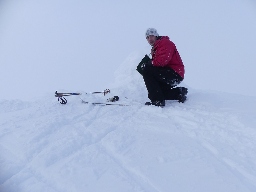 """Den første """"bestigninga"""" i prosjektet - Vestre Kvitingskjølen 13.februar. Eg har det betre her enn det kan sjå ut av biletet.."""