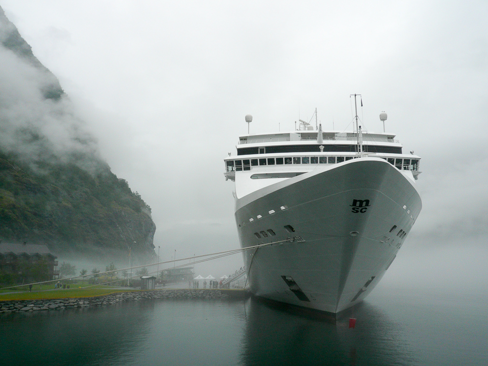 Cruise ship at Flåm