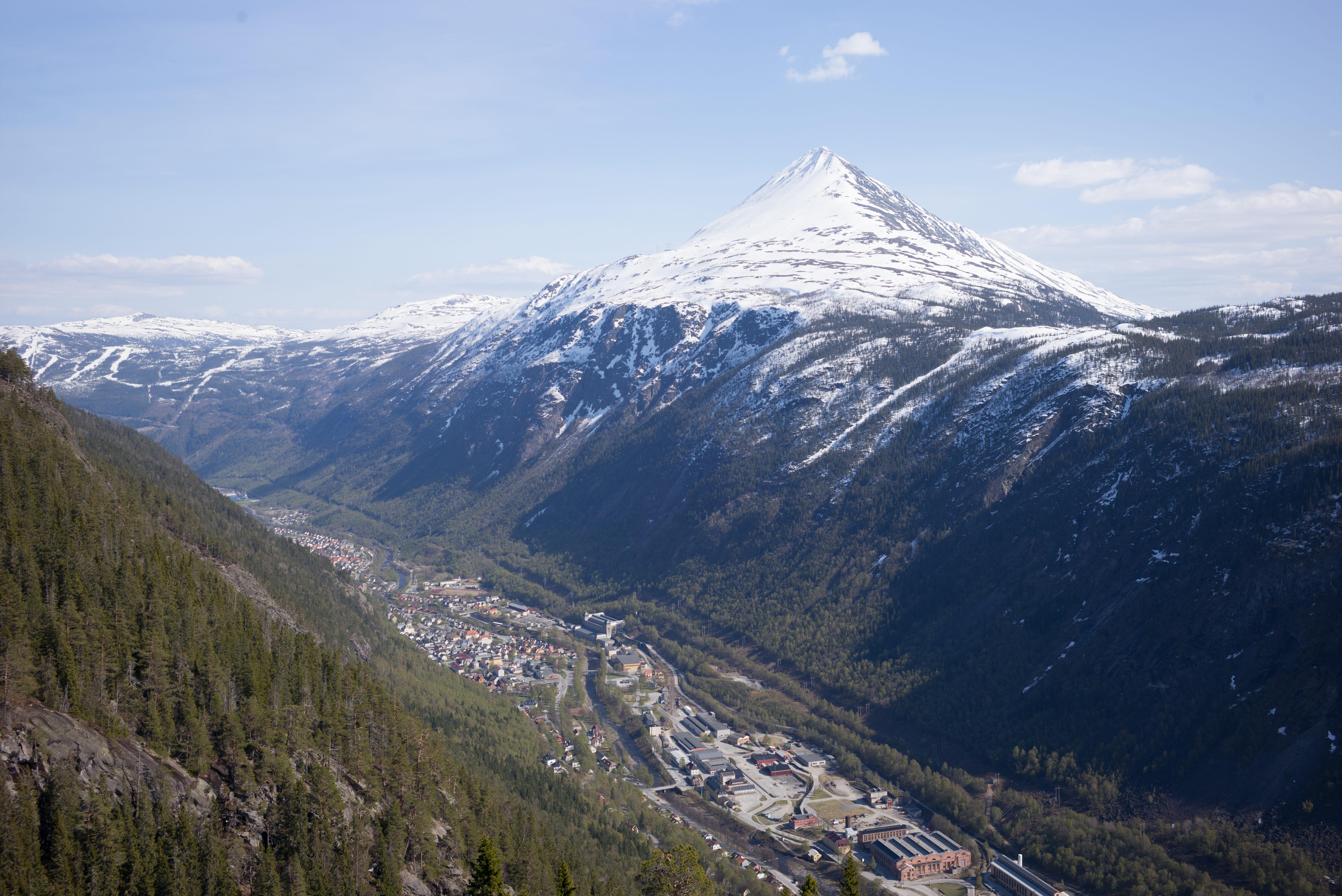 Gaustatoppen seen from Krossobanen