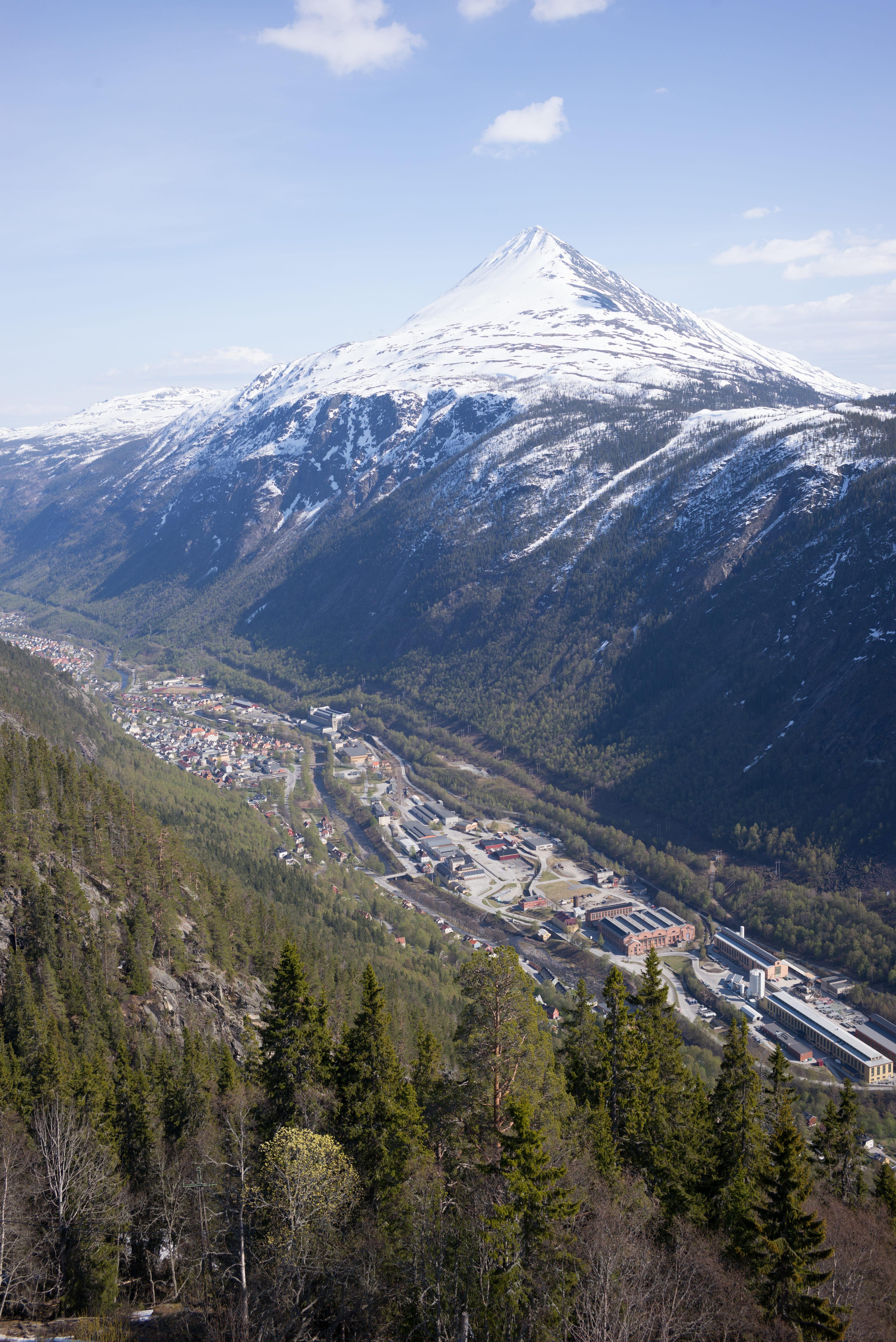 Gaustatoppen & valley